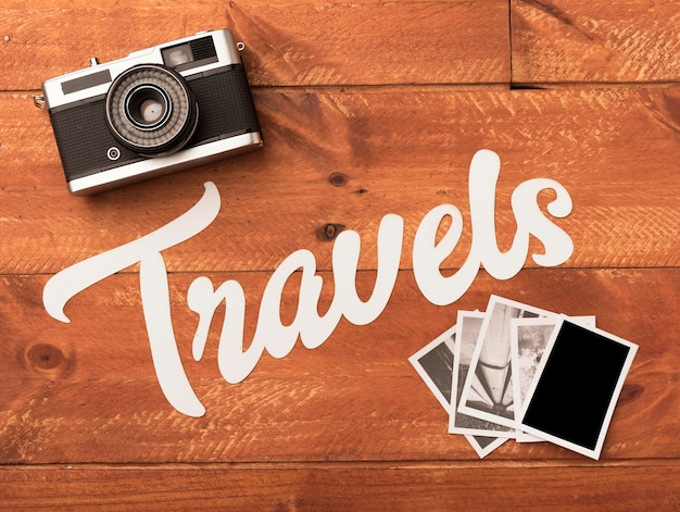 Photos De Voyage Avec Appareil Photo Sur Table En Bois Photo gratuit