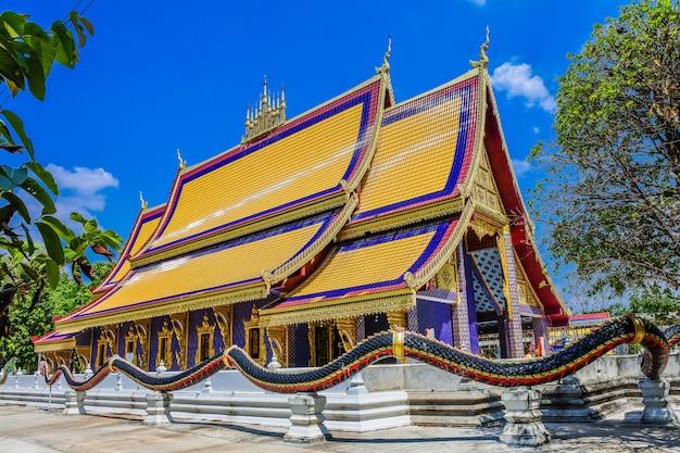 Phra that phanom simulé, wat thammapitak, district de huai mek, province de kalasin, thaïlande Photo Premium