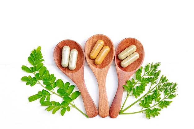 Phytothérapie en capsules pour une alimentation saine et une bonne vie Photo Premium