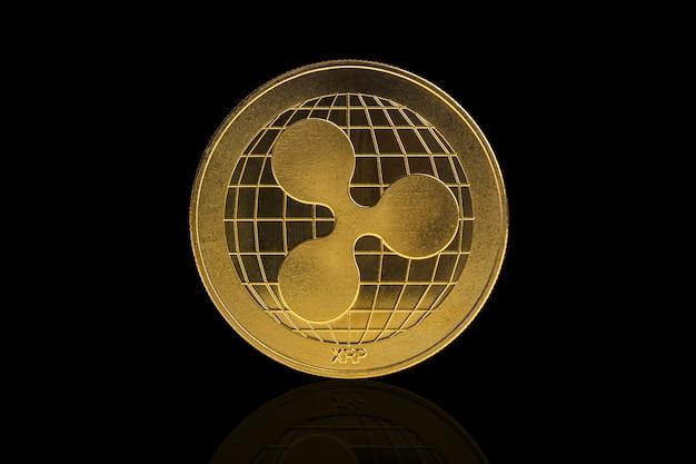 Pièce de crypto-monnaie ripple sur fond noir Photo Premium
