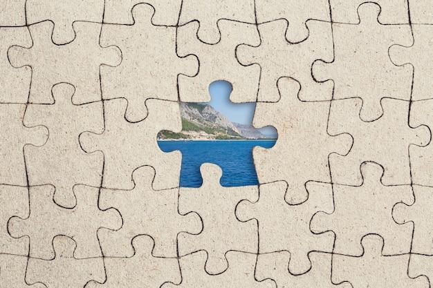 Pièce De Puzzle Manquante Et Mer à L'intérieur. Photo Premium