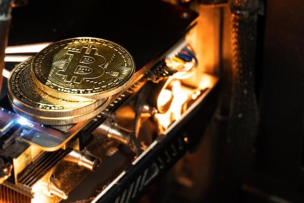 Pièces D'or Bitcoin Sur Un Gpu. L'avenir De L'argent. Photo Premium
