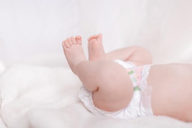 Pieds De Bébé Nouveau-né Photo Premium