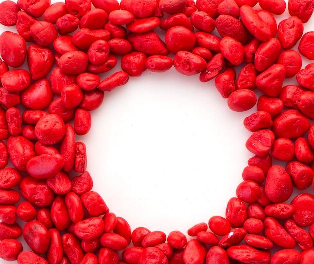 Pierre rouge créative sur blanc Photo Premium
