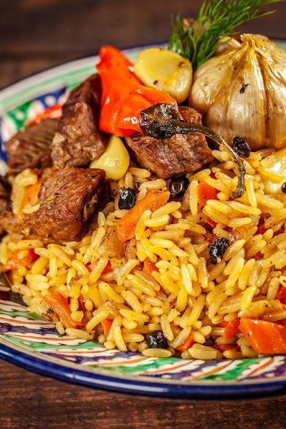 Pilaf national ouzbek avec viande. Photo Premium