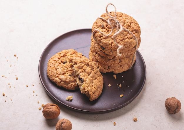 Pile de biscuits à l'avoine. boulangerie maison Photo Premium
