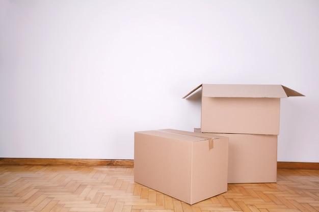 Pile de cartons avec espace de copie Photo Premium