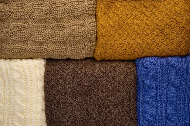 Pile de close-up de tricots chauds. laine tricot texture comme arrière-plan Photo Premium