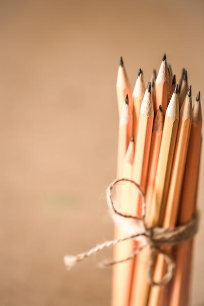 Une Pile De Crayons Photo gratuit