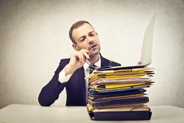 Pile de documents au travail Photo Premium