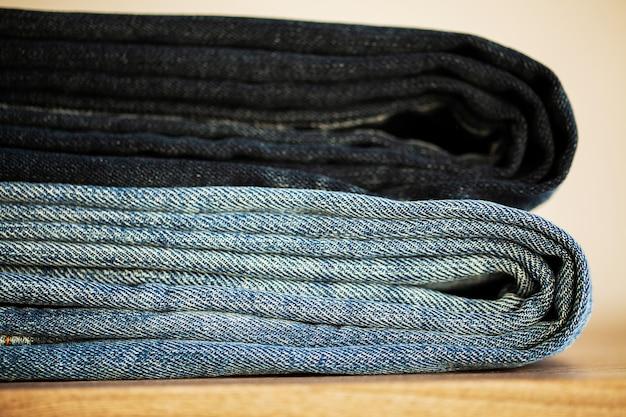 Pile de jeans bleu Photo Premium