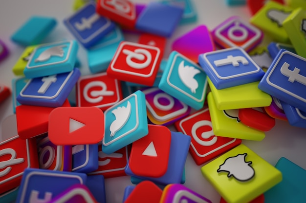 Pile Of 3d Popular Social Media Logos Photo gratuit