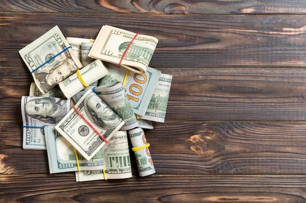 Pile de paquets de billets en dollars américains Photo Premium