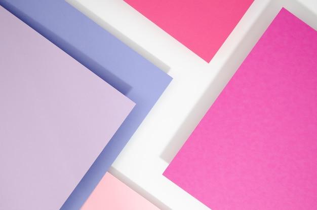 Pile de rectangles aléatoires planant dans l'espace sur une surface plane Photo gratuit