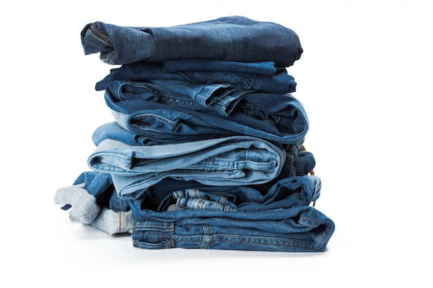 Pile De Vêtements Sur Fond Blanc, Gros Plan Photo Premium