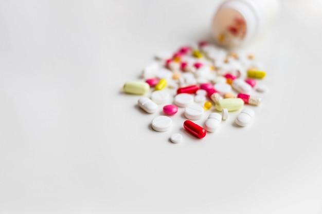 Pilules et capsules assorties Photo Premium