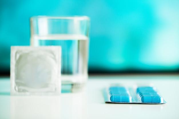 Pilules de puissance médicale pour la santé sexuelle en capsules. Photo Premium