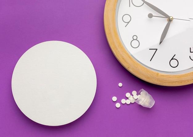 Pilules Vue De Dessus Avec Horloge Photo gratuit