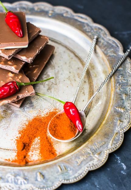 Piment rouge au chocolat et aux épices Photo Premium