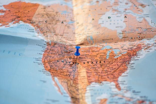Pin Sur La Carte De Localisation Pour Le Plan De Voyage. Photo Premium