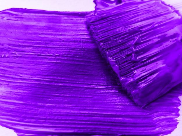 Pinceaux d'artiste avec peinture closeup violet violet Photo Premium