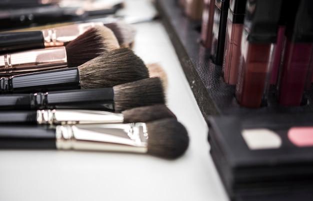 Pinceaux de maquillage en gros plan Photo gratuit