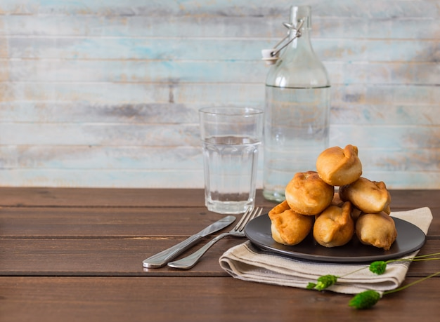Pirojki. délicieux traditionnel russe Photo Premium