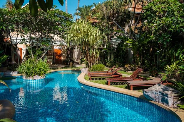 Piscine au resort Photo gratuit