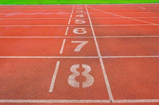 Piste d'athlète ou de course avec belle scénique Photo Premium
