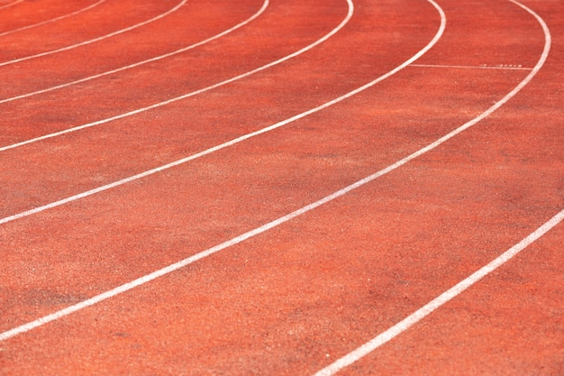 Piste de stade pour les compétitions de course et d'athlétisme. Photo Premium