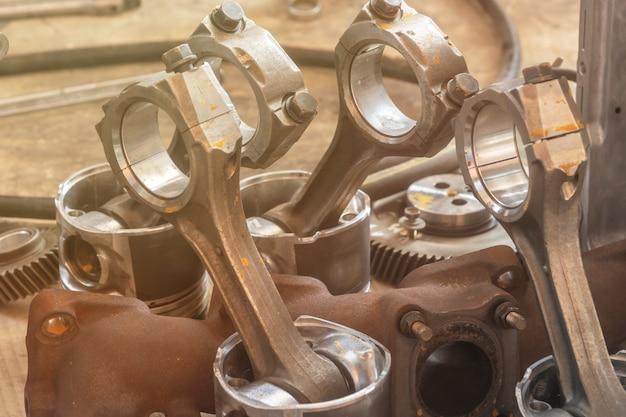 Piston de voiture en réparation Photo Premium