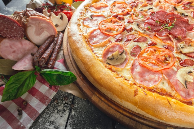 Pizza au prosciutto Photo Premium