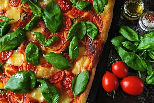 Pizza caprese. régime céto. keto pizza. Photo Premium