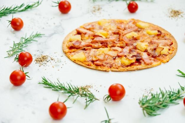 Pizza hawaïenne Photo gratuit