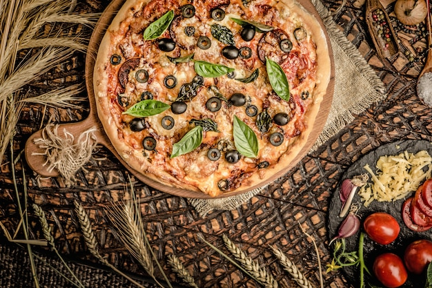 Pizza italienne et ingridiend cuisson des aliments Photo Premium