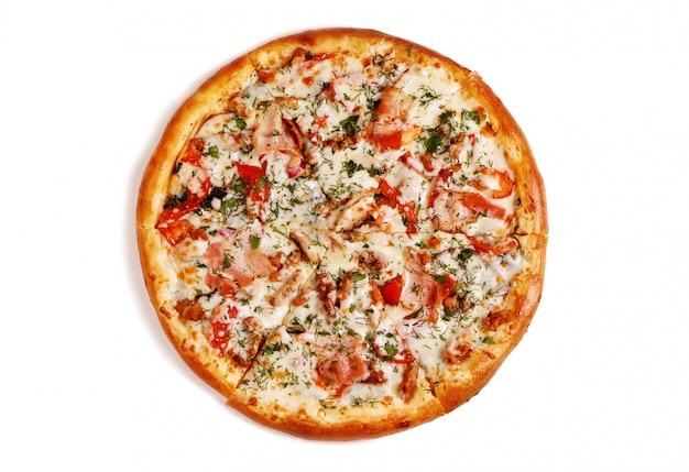 Pizza Savoureuse Fraîche Sur Fond Blanc Photo Premium