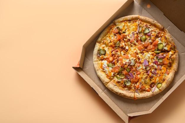 Pizzas Italiennes à La Tomate, Oignon, Fromage Mozzarella, Sauce Photo Premium