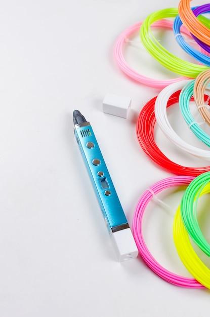 Pla plastique 3d et arc-en-ciel coloré Photo Premium