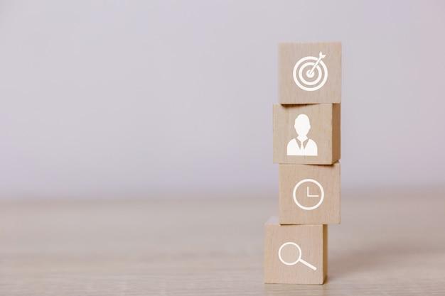 Placez des blocs de bois verticaux. concept de service d'entreprise au succès. planification de la stratégie commerciale. Photo Premium