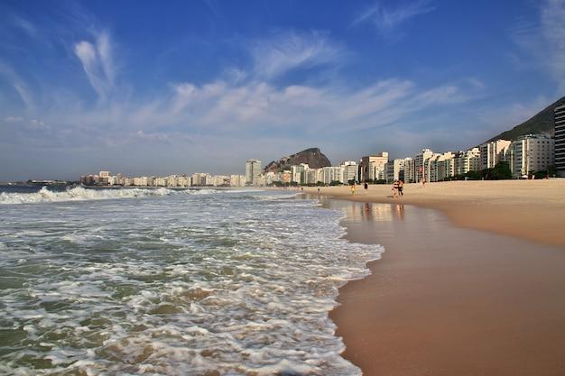 Plage De Copacabana à Rio De Janeiro, Brésil Photo Premium