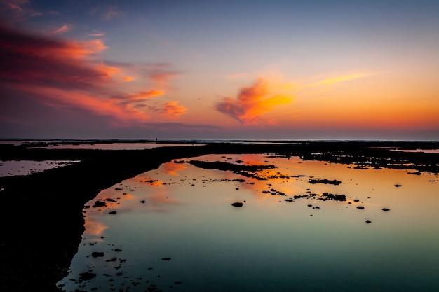 Plage des corrales, enclos à poissons, de rota, cadix, espagne Photo Premium