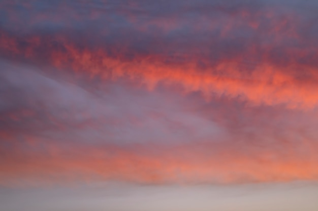Plaine ciel nuageux sur une lumière d'automne Photo gratuit