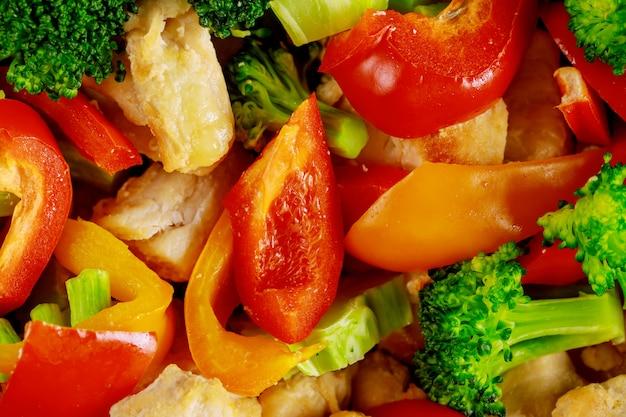 Plan Macro De Légumes Hachés Et De Poulet Pour Salade Photo Premium