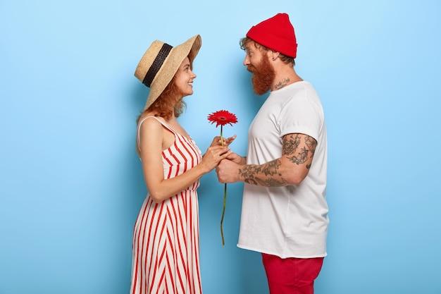 Plan De Profil D'un Couple Romantique Ont Date Photo gratuit