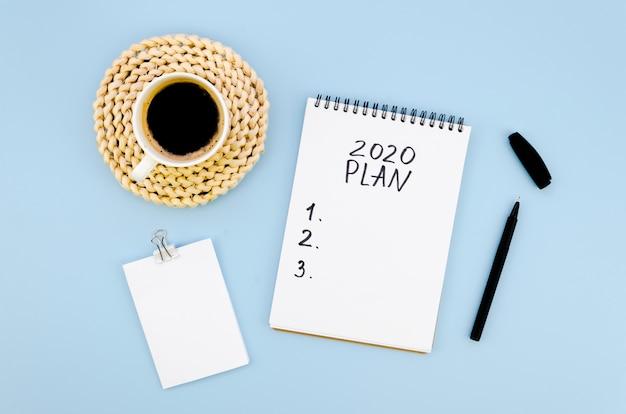 Plan De Résolutions 2020 Avec Une Tasse De Café Photo gratuit