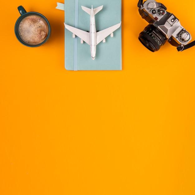 Plan de voyage et outils de la vue de dessus Photo gratuit