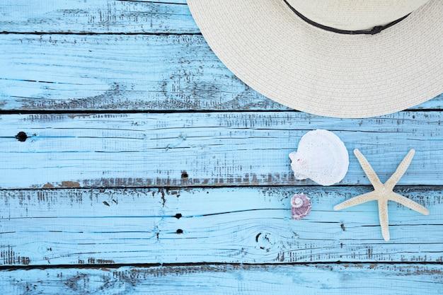 Planche de bois pour accessoires de vacances plat Photo gratuit