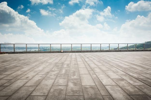 Plancher avec le ciel Photo gratuit