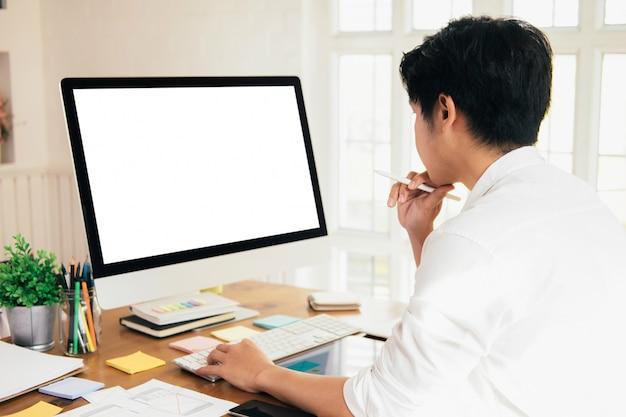 Planification de la conception d'une structure filaire pour le croquis du développement d'application. Photo Premium