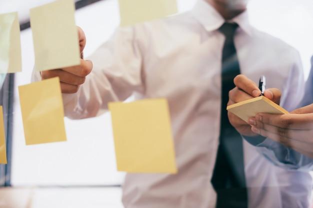 Planification d'entreprise et brainstorming. Photo Premium